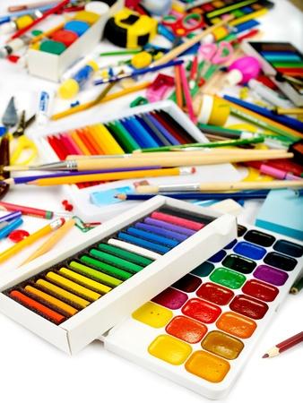 school supplies: Arri�re-plan de fournitures scolaires de groupe art. Banque d'images