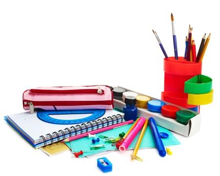 fournitures scolaires: Arri?re-plan pour les fournitures scolaires. Isol?.