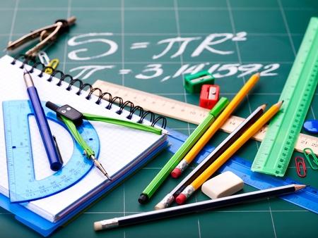 utiles escolares: Suministros de Oficina de la escuela. Aislado.