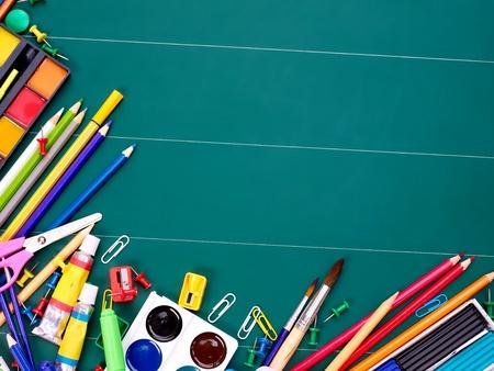 leveringen: School kantoorbenodigdheden aan boord. Stockfoto