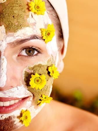 facial massage: Argile naturelle de fabrication artisanale masques faciaux � la maison.