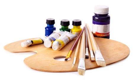 art and craft equipment: Cerca de utensilios de arte del grupo.