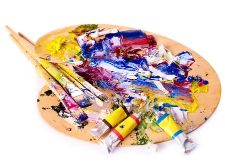 paleta de pintor: Cerca de la pintura de aceite mezclado en la paleta.