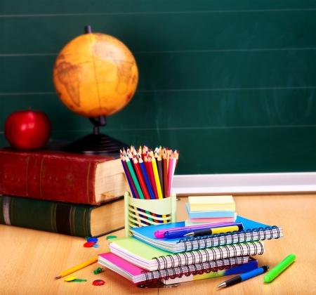 escuela primaria: �tiles escolares. Utensilios de escritura. Foto de archivo