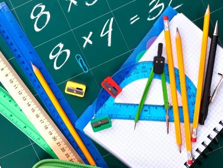 teaching crayons: Torna al materiale scolastico. Isolato. Archivio Fotografico