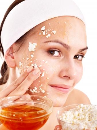 ansikts: Naturliga hemgjord ekologisk ansiktsmasker av honung. Isolated.