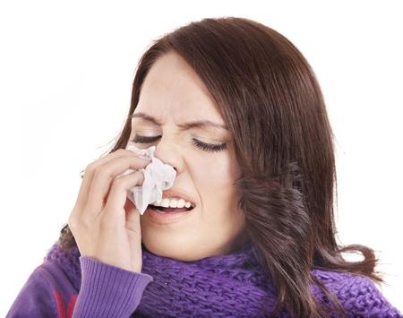 tos: Joven mujer con pañuelo tener frío. Aislado.