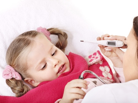tonsillitis: Doctor checking temperature of child.