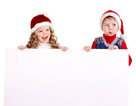 niños con pancarta: Los niños en Santa sombrero con la bandera. Aislados.