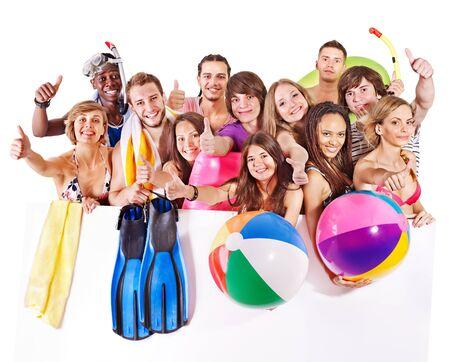 personas banandose: Grupo de personas la celebraci�n de accesorios de playa. Aislados. Foto de archivo