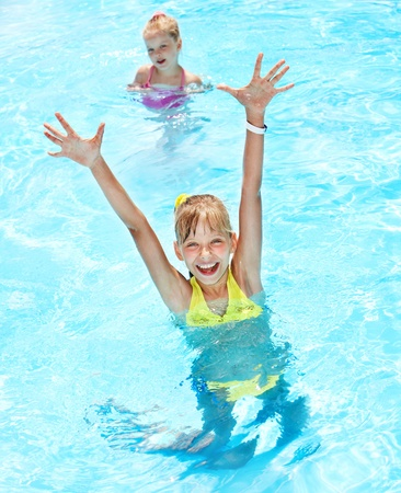 swimming suit: Children in swimming pool. Summer outdoor.