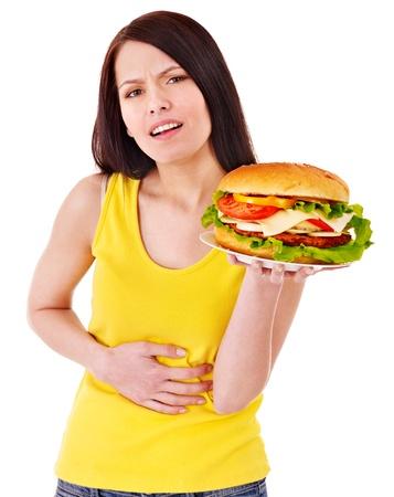 dolor de estomago: Mujer da dolor abdominal después de comer FOD graso. Aislado.