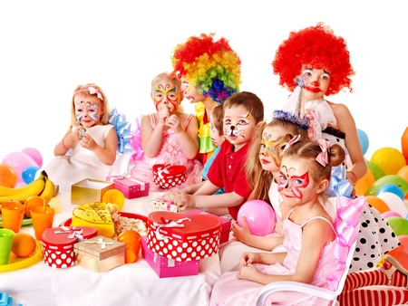 maquillaje infantil: Los ni�os del partido del feliz cumplea�os.