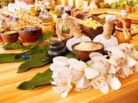 de hierbas: Spa bodeg�n con la hoja y masaje de piedras.