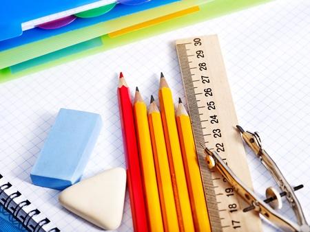 utiles escolares: Escuela de suministros de oficina con br�julas. Foto de archivo