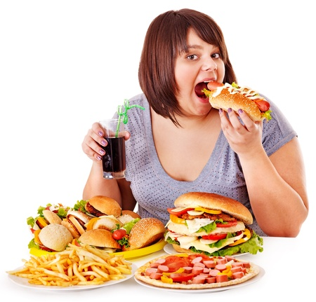 donne obese: Donna sovrappeso, mangiare fast food.