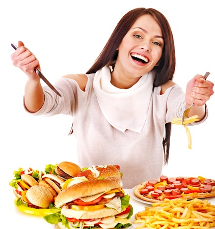 Frau isst Fast Food. Isoliert. Standard-Bild