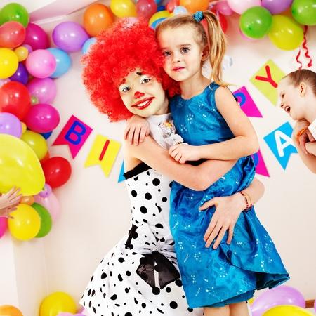 pintura en la cara: Niño fiesta de cumpleaños feliz. Foto de archivo
