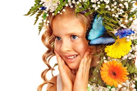 morpho menelaus: Rostro de ni�a con flores y mariposas. Aislado.