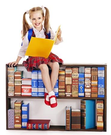 schulm�dchen: Kind mit Rucksack in der Bibliothek.