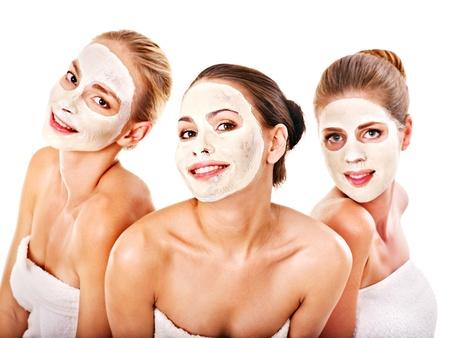 limpieza de cutis: Grupo de la mujer conseguir la m?scara facial y el chisme. Aislado.
