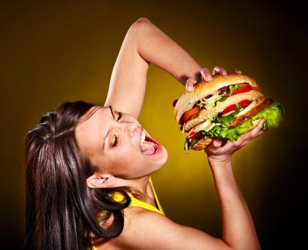 HAMBURGESA: Mujer delgada celebraci�n de hamburguesa Foto de archivo