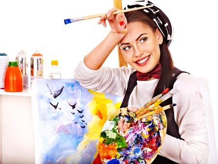 Kunstenaar vrouw op het werk. Geïsoleerd. Stockfoto