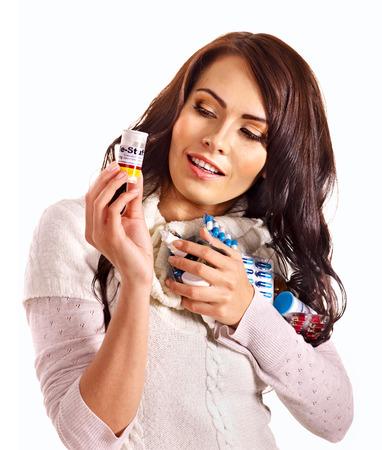giovane donna: Giovane donna con pillole e compresse. Isolato. Archivio Fotografico