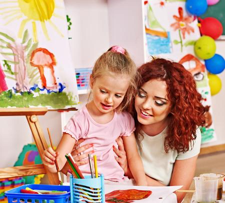 絵画の母と子。ベビーシッター託児施設です。