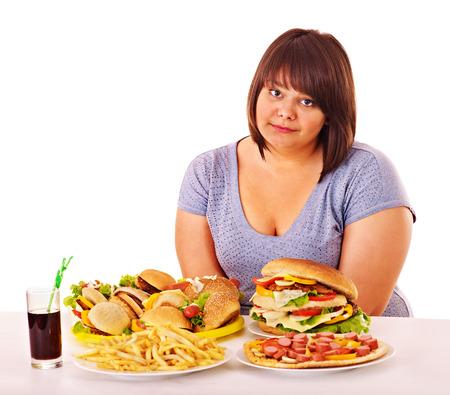 Overgewicht vrouw het eten van fast food.