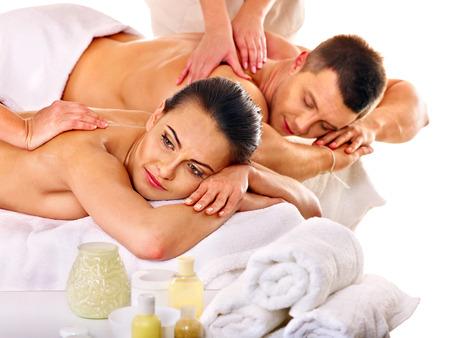 L'homme et la femme de détente dans le spa. Banque d'images