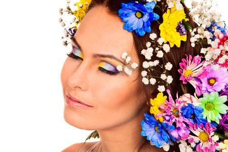 morpho menelaus: Mujer con flores y mariposas. Cierre en aislado.