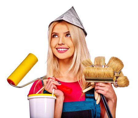 constructor: Mujer del constructor en el sombrero de periódico con el papel pintado. Aislados. Foto de archivo