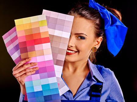 color scale: Builder smiling woman with wallpaper and scale color.