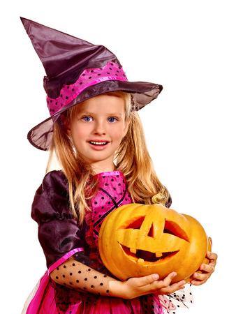 bruja: Los niños de brujas felices en la fiesta de Halloween.