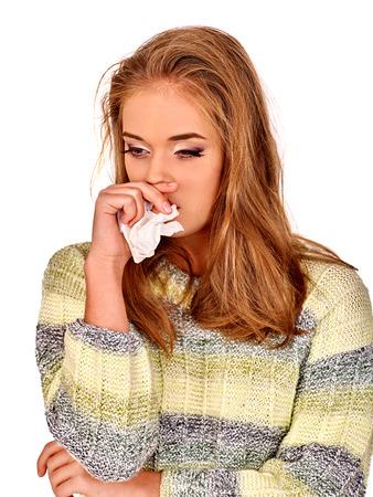 mujer triste: Retrato de llanto joven buena chica con un pañuelo. Las razones pueden ser diferentes. Resfriados, alergias o depresión. Aislado. Foto de archivo