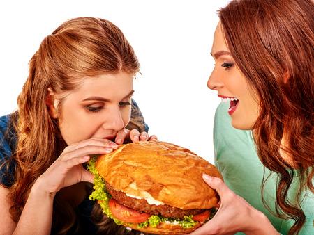 niña comiendo: Mordedura de las muchachas hamburguesa con dos lados. concepto del humor de la comida rápida.