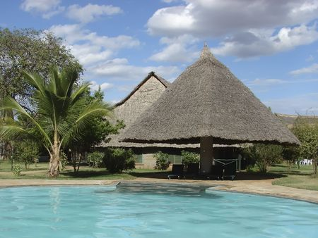 blockh�tte: Safari Lodge im Tsavo Nationalpark - Kenia, Afrika Editorial