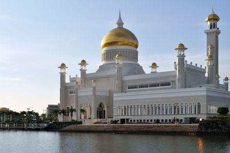 sultan: Sultan Omar Ali Saifuddin Mosque, Brunei