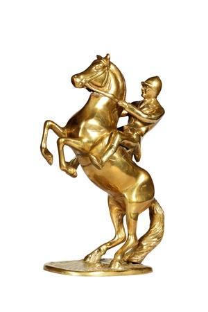 Messing-Statue der Jockey auf einem Pferd über weiß mit beschneidungspfad isoliert. Lizenzfreie Bilder
