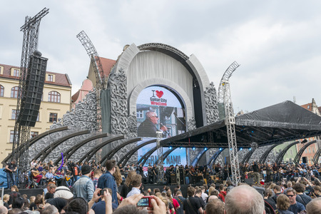 world record: The fans of guitar music will gather together to play  Hey Joe  at the  Annual Thanks Jimi Guitar Festival , they beat the Guinness World Record in Wroclaw   During beaten the Guinness World Record sang Eric Burdon of The Animals