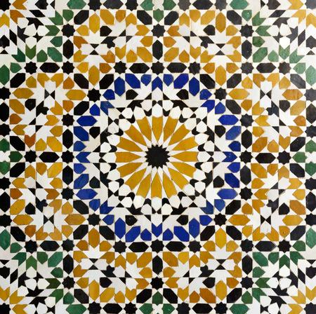 Morrocan traditionelle Mosaik-Ornament aus der Ben Youssef Madrasa in Marrakesch.