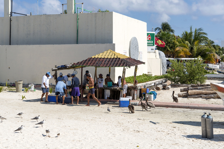 gulf of mexico: Fishermen sell fresh fish on the beach on 21 January 2015 in Isla Mujeres, Mexico. The island is located 8 miles east of Cancun in the Gulf of Mexico. Editorial