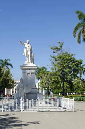 national hero: Statue of Jose Marti in the Marti Park on 2 December 2015 in Cienfuegos, Cuba. Jose Marti is the Cuban national hero. Editorial