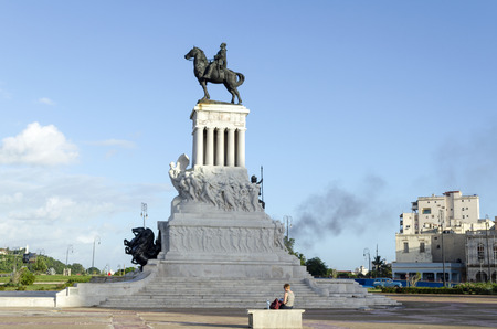 maximo: Statue of the General Maximo Gomez on the Malecon on 28 November 2015 in Havana, Cuba. General Maximo Gomez is a Cuban national hero. Editorial