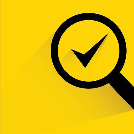 control de calidad: vidrio de la lupa con s�mbolo de marca de verificaci�n