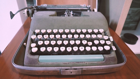Old typewriter machine in good condition with no paper in feed for use in the past job career such as write office document, copywriter, author, news journalist, secretary, creative and more. Banco de Imagens