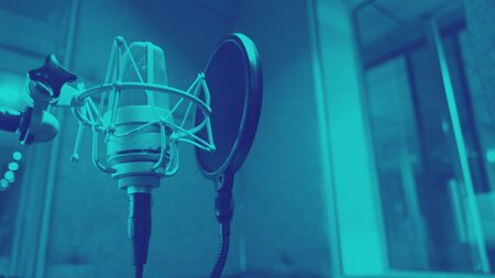 Sound production recording studio with microphone and shock mount 版權商用圖片 - 147746418
