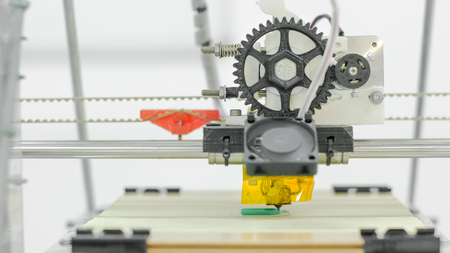 Middle zoomed front look at 3D printer creating printer spare parts Zdjęcie Seryjne