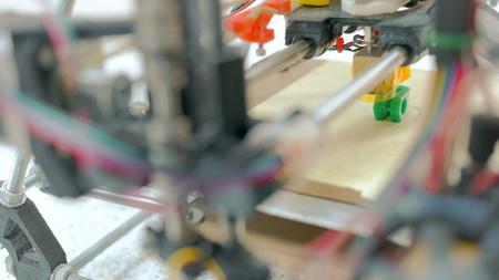 Detailed view at 3D printer in work Zdjęcie Seryjne
